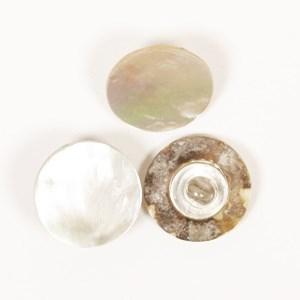 Knoop 15 mm parelmoer z/gaatje - 523