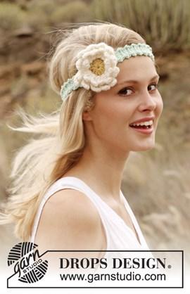 Gehaakte haarband met bloem