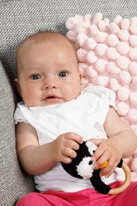 Haakpatroon babyrammelaar, gemaakt van ....