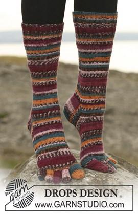 DROPS sokken met tenen van Fabel . ....