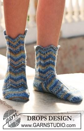 DROPS sokken van Fabel met zigzag-patroon.