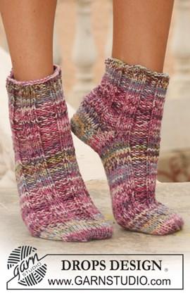 Korte DROPS sokken van 2 draden Fabel in boordsteek op de voet.