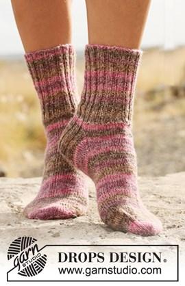 Gebreide DROPS sokken met boordsteek .  ....