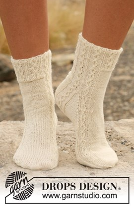 Gebreide DROPS sokken met kabels Maat: ....
