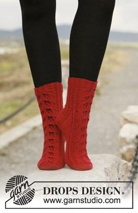 Gebreide DROPS sokken met kantpatroon ....