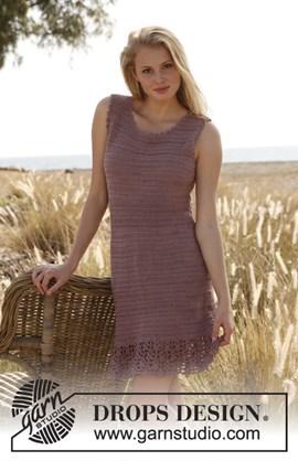 Gehaakte jurk met kantpatroon aan de ....