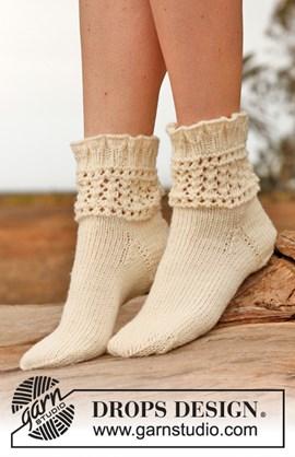 Gebreide sokken met kantpatroon van ....