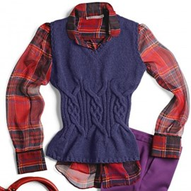 Bergere de France Paarse mouwloze trui met een v-hals, die bij de taille strakker wordt. Staat erg leuk met een blouse eronder.