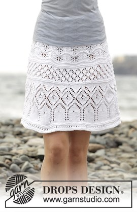 Gebreide rok met ajourpatroon.