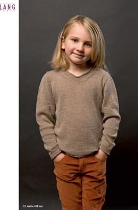 Gebreide trui met een kleine v hals.