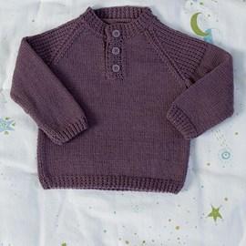 lang Yarns Breipatroon babytruitje met raglanmouw in tricotsteek,gemaakt van het garen Lang Yarns Merino 200 Bebe.