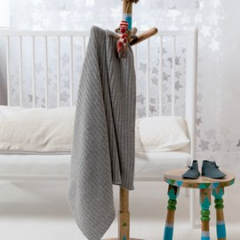 lang Yarns Breipatroon babydeken, gemaakt van Lang Yarns Baby Alpaca.  Formaat; 80x100 cm