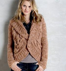 Breipatroon jas met groot kabelpatroon ....