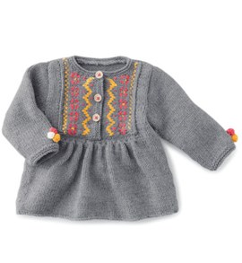 Breipatroon babyjurkje met gekleurde ....