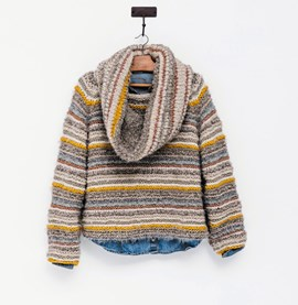 Breipatroon trui met losse col, gemaakt ....
