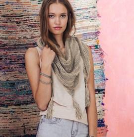 Breipatroon sjaal met klosjes, gemaakt ....