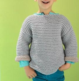 Gebreide jongens trui met 7/8 mouwen.
