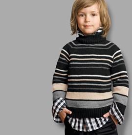 Gestreepte trui met klein colkraag.