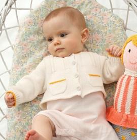 Breipatroon babyvestje met zakjes van ....