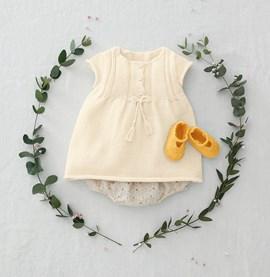 Breipatroon babyjurkje met kort mouwtje ....
