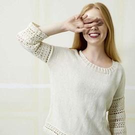 lang Yarns Brei- en haakpatroon damestrui met driekwart mouw. Deze trui is gebreid van het garen Lang Yarns Merino 130 Compact 957.