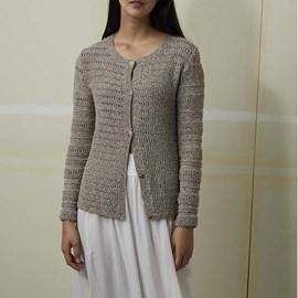 lang Yarns Lang Yarns breipatroon damesvest met ajourpatroon en knoopsluiting. Dit vest is gebreid van het garen Lang Yarns Mulberry Silk.
