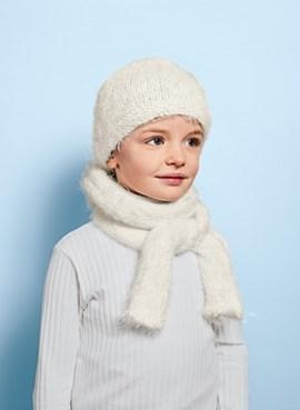 Gebreide sjaal met bijpassende muts.