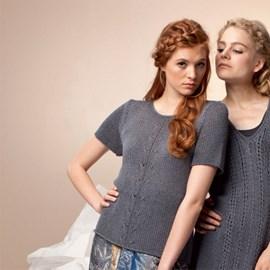 Gebreide trui met korte mouwen.