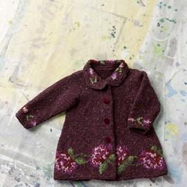 lang Yarns Gebreid vest met ingebreid bloemen patroon.