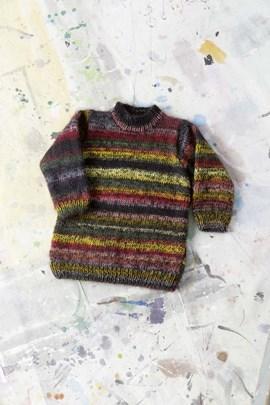 Gebreide trui met aansluitende hals.