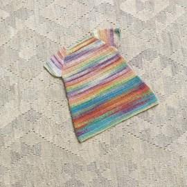lang Yarns Haakpatroon babyjurkje, gemaakt van Lang Yarns Mille Colori baby.