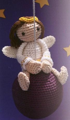 Engeltje op een kerstbal