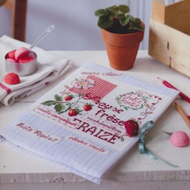 Borduurwerk van aardbeien en tekst.