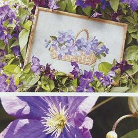 Borduurwerk van viooltjes.