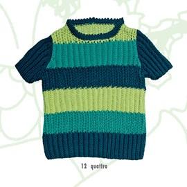 Gestreepte trui met korte mouwen.
