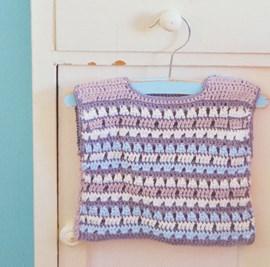 Gehaakt baby trui.