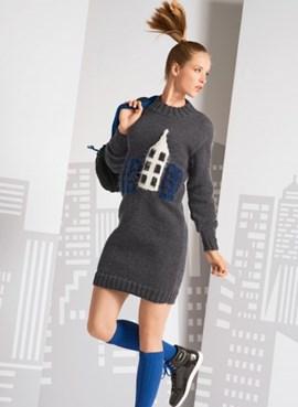 Gebreide tuniek trui met huis patroon.