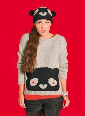 Gebreide trui met een panda erop.