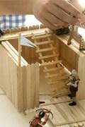Knutselen houten fort met ijsstokjes