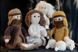 Maria, Jozef, kindje jezus, engel en herder met schaapjes