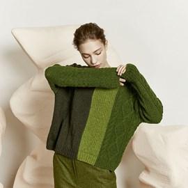 lang Yarns Lang Yarns breipatroon damestrui met negen verschillende steekpatronen. Deze rechte wijde trui met verticaal gekleurde banen is gebreid van het garen Lang Yarns Novena.