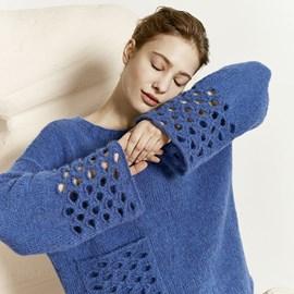 lang Yarns Breipatroon damestrui met ajourpatroon en zak aan de voorkant. De trui is gebreid van het garen Lang Yarns Malou Light 887.