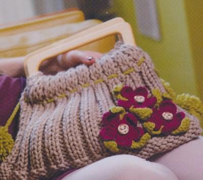 Brei- en haakpatroon Tas met gehaakte bloemen