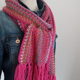 lang Yarns Haakpatroon sjaal, gemaakt van Lang Yarns Merino plus en Viva.  Formaat; 20x220 cm